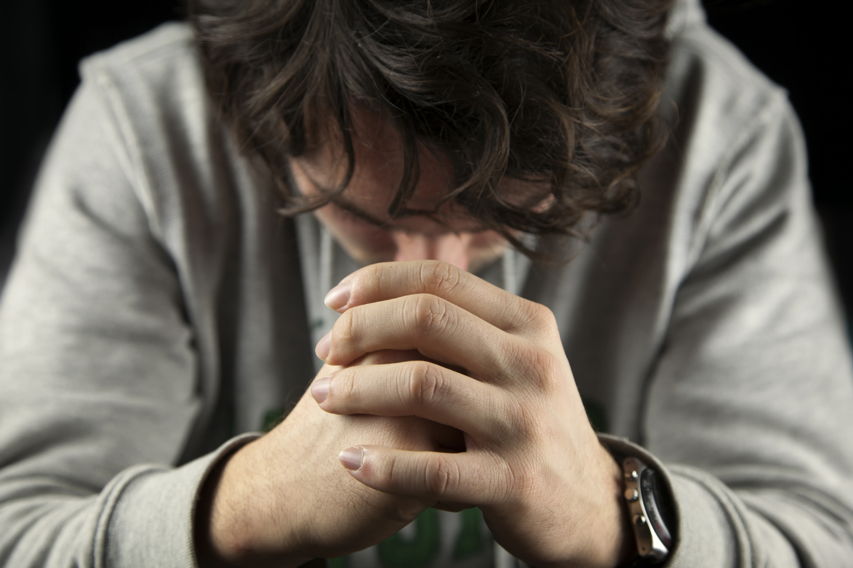 Картинки парень молится богу